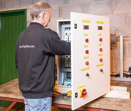 Cutts-Refrigeration-commercial-maintenance-slider1-500x424