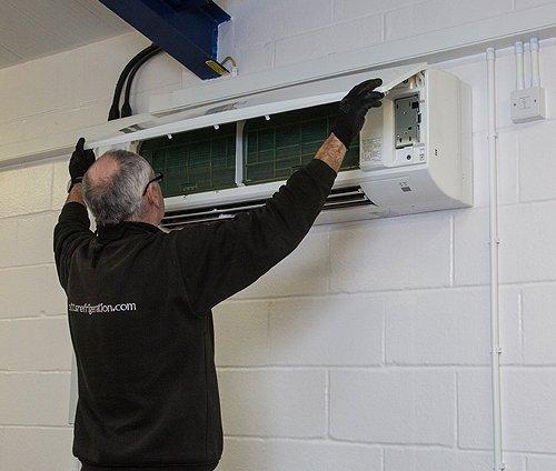Cutts-Refrigeration-commercial-maintenance-slider2-500x424